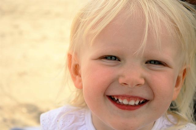 dítě, úsměv, blondýn
