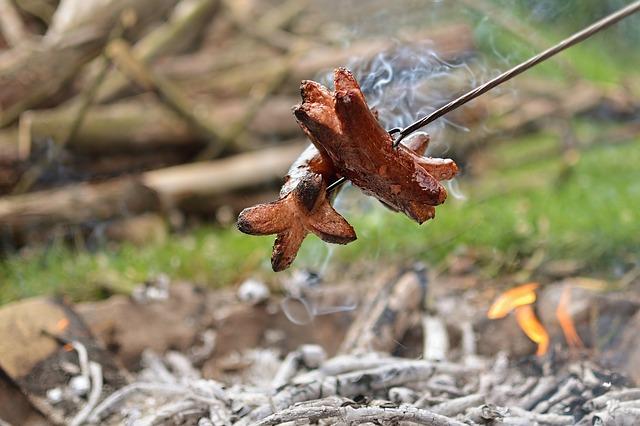 špekáček na ohni
