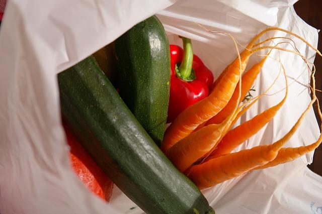 taška se zeleninou, plastová
