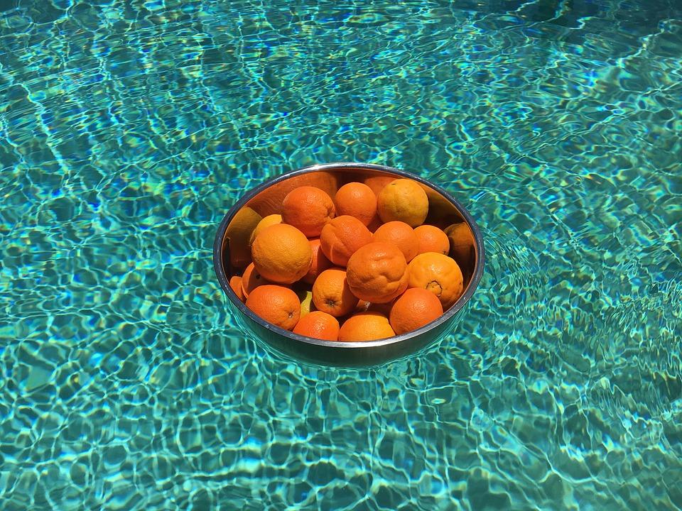 pomeranče na hladině